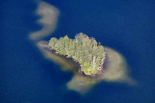 Aerial view of an island in the recreational area Feilenmoos near Geisenfeld - Klaus Leidorf Aerial Photography