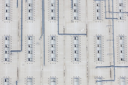 Aerial view of a part of the roof of the kitchen manufacturer Schueller in Herriden - Klaus Leidorf Aerial Photography