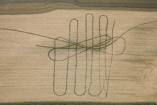 Aerial view of traces of the manuring agriculture on the field in Oberhaid, Landshut - Klaus Leidorf Aerial Photography